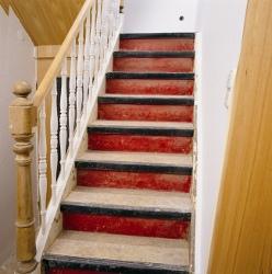 PVC Treppe vor der Renovierung